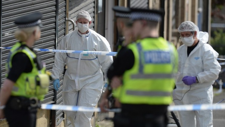 Police forensic officers work at the scene near the library in Birstall, northern England, where Labour MP Jo Cox was shot on June 16, 2016. (AFP/ OLI SCARFF)