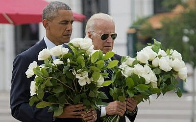 US President Barack Obama and Vice President Joe Biden place flowers for the victims of the mass shooting at a gay nightclub Sunday at a memorial at the Dr. Phillips Center for the Performing Arts in Orlando, Florida, June 16, 2016. (AFP/Saul Loeb)