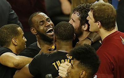 Cleveland Cavaliers forward LeBron James celebrates after defeating the Golden State Warriors to win the NBA Finals on June 19, 2016 in Oakland, California. (AFP/ Beck Diefenbach)