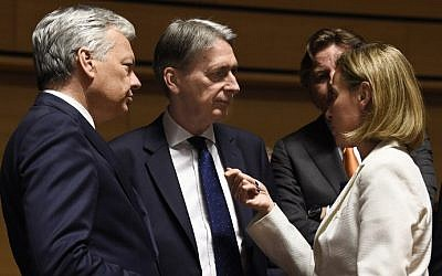 High Representative of the Union for Foreign Affairs and Security Policy Federica Mogherini, right, talks to Belgian Foreign minister Didier Reynders, left and British Foreign Secretary Philip Hammond during a monthly Foreign Affairs meeting in Luxembourg on June 20, 2016. (AFP/ JOHN THYS)