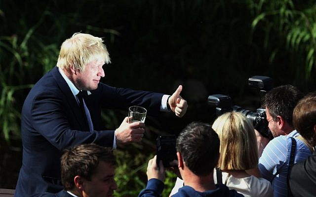 "Former London Mayor, and ""Vote Leave"" campaigner, Boris Johnson poses for the media ahead of meeting with members of the public and supporters in Piercebridge, near Darlington, north-east England on June 22, 2016, as he continues to campaign for a Brexit ahead of the June 23 EU referendum.(AFP PHOTO / SCOTT HEPPELL)"
