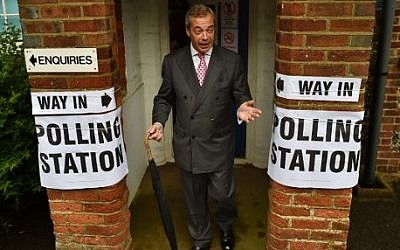 UK Independence Party (UKIP) leader Nigel Farage poses for photographers as he leaves a polling station south of London on June 23, 2016, as Britain holds a referendum to vote on whether to remain in, or to leave the European Union (EU). (AFP PHOTO / BEN STANSALL)