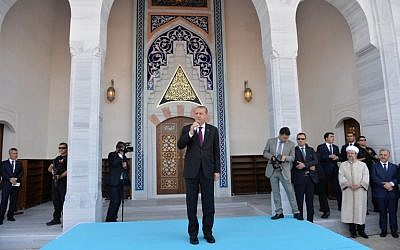 Turkish President Recep Tayyip Erdogan delivers a speech during the inauguration of the Bayzid I Mosque at the Esenboga International Airport in Ankara, on June 23, 2016. (AFP/Adem Altan)