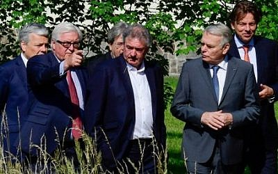 (Left to Right) Belgium's Foreign minister Didier Reynders, Germany's Foreign minister Frank-Walter Steinmeier, Italy's Foreign minister Paolo Gentiloni, Luxembourg's Foreign minister Jean Asselborn, France's Foreign minister Jean-Marc Ayrault and Netherlands' Foreign minister Bert Koenders take a walk in the garden of the villa Borsig prior to post-Brexit talks in Berlin on June 25, 2016. Foreign ministers of the six founding members of (AFP PHOTO / John MACDOUGALL)