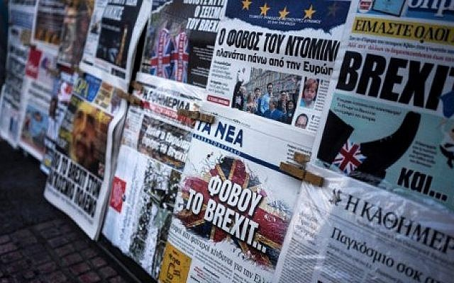 A picture taken on June 25, 2016 in Athens shows the front page of the Greek newspaper 'Ta Nea' reading 'be afraid of Brexit' and other newspapers bearing headlines reporting the result of the UK's vote to leave the EU in the June 23 referendum.  (AFP PHOTO / Angelos Tzortzinis)