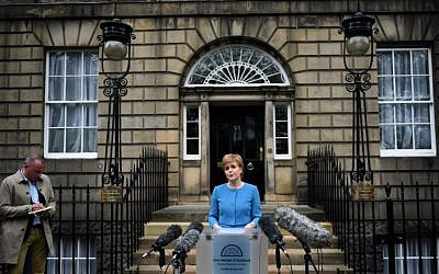 Scotland's First Minister and Leader of the Scottish National Party (SNP), Nicola Sturgeon, addresses the media after holding an emergency Cabinet meeting at Bute House in Edinburgh, Scotland on June 25, 2016, following the pro-Brexit result of the UK's EU referendum vote. (AFP/OLI SCARFF)