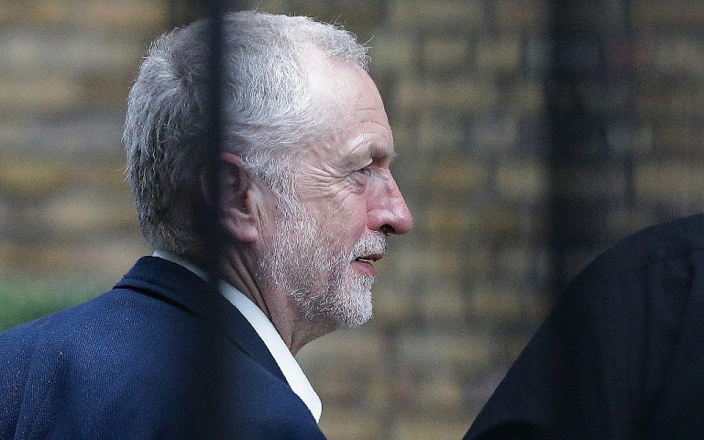 British opposition Labour Party Leader Jeremy Corbyn walks near Portcullis House in central London on June 28, 2016. (AFP/DANIEL LEAL-OLIVAS)