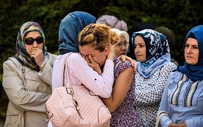 Relatives of suicide bombing victim Mohammad Eymen Demirci mourn on June 29, 2016 in Istanbul during his funeral a day after a terrorist attack targeted Istanbul's Ataturk airport, killing 41 people. (AFP PHOTO/OZAN KOSE)