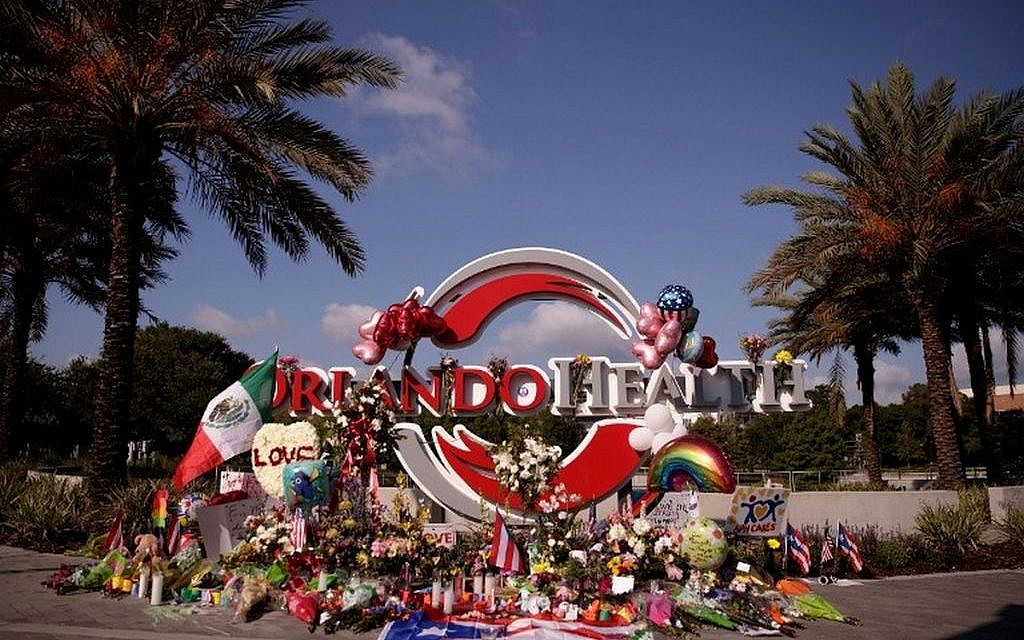 A makeshift memorial for the victims of the Pulse nightclub shooting is set up close to the nearby Orlando Regional Medical Center in Orlando, Florida, June 15, 2016. (Drew Angerer/Getty Images/AFP)