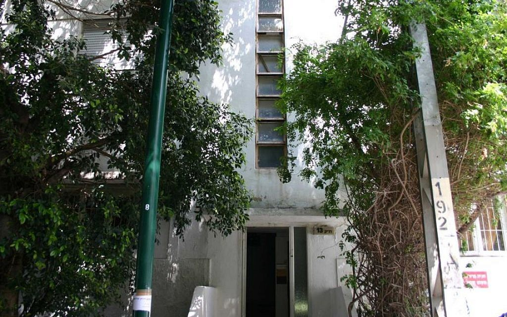 Stairwell windows, an adaptation to the European Bauhaus style for Israel's hot climate, on Ranak street. (Shmuel Bar-Am)