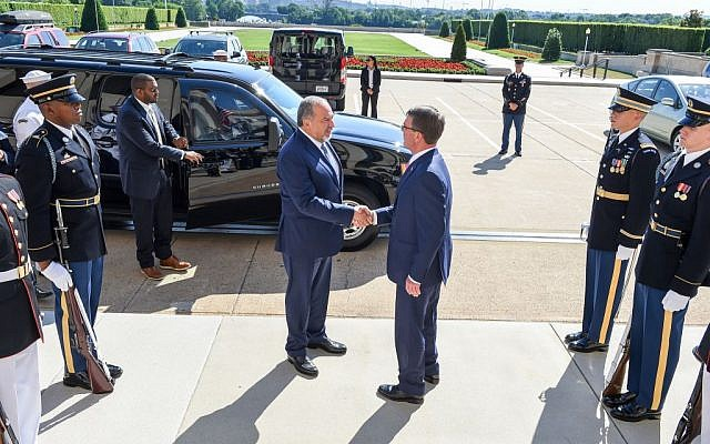 Israeli Defense Minister Avigdor Liberman shakes hands with US Secretary of Defense Ashton Carter in Washington, DC, on June 20, 2016. (Department of Defense/US Army Sgt. First Class Clydell Kinchen)