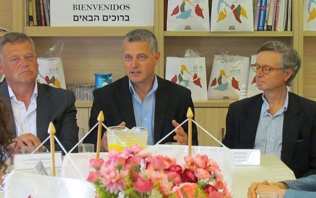 Head of the Kfar HaVradim Local Council, Sivan Yehieli (center) signs a twinning agreement with the head of the Spanish town Castrillo Mota de Judios (left), June 19, 2016. The ceremony was attended by the Spanish ambassador to Israel, Fernando Carderera (right).  (Kfar HaVradim Local Council)