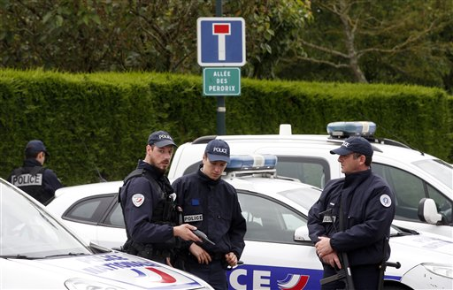 Woman hurts 2 in south France with box cutter, is detained