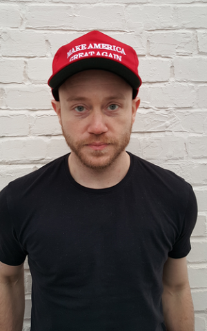 Andrew Anglin, who runs the Neo-Nazi website The Daily Stormer, wearing a pro-Donald Trump hat. (Wikipedia/BFG101/CC BY SA-4.0)