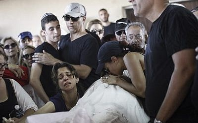 Family and friends mourn the death of Ido Ben Ari, murdered in a shooting attack at the Sarona Market in Tel Aviv, June 9, 2016. Photo by Miriam Alster/Flash90