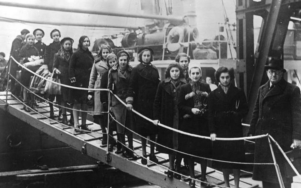 The children of Polish Jews from the region between Germany and Poland on their arrival in London on the 'Warsaw' in February 1939. (Bundesarchiv, Bild 183-S69279 / CC-BY-SA)