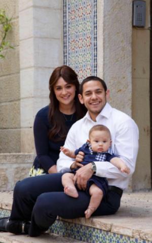 Akiva Neuman, center, with his wife Chani and son Yaakov Shmuel. (Emuni Z. via JTA)