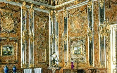The Amber Room of St. Petersburg's Catherine Palace in 1931. (Branson DeCou, public domain via Wikimedia Commons)