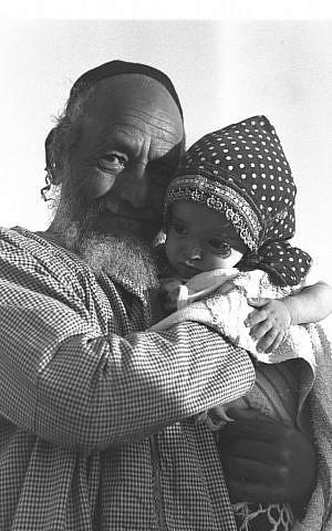 A Yemenite man looks after his grandchild in 1949 (Eldan David/GPO)