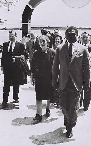 Foreign minister Gold Meir, with Kenyan officials, after her arrival in Nairobi, Kenya, in 1963 (GPO)