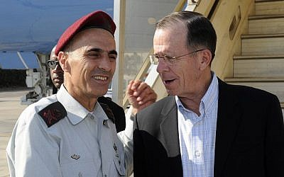 Then-chairman of the Joint Chiefs of Staff of the United States, Admiral Michael G. Mullen (R), is greeted by IDF Maj. Gen. Gadi Shamni in Israel on July 18, 2011. (Matty Stern/US Embassy/Flash90)