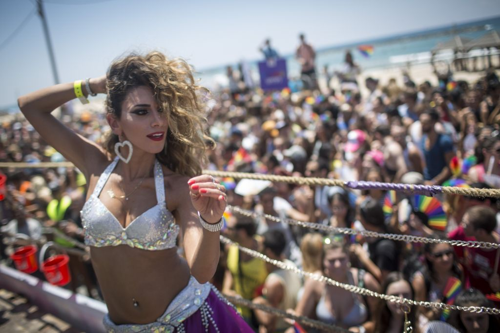 Tens of thousands participated at the annual Gay Pride Parade in Tel Aviv, June 12, 2015. (Hadas Parush/FLASH90)