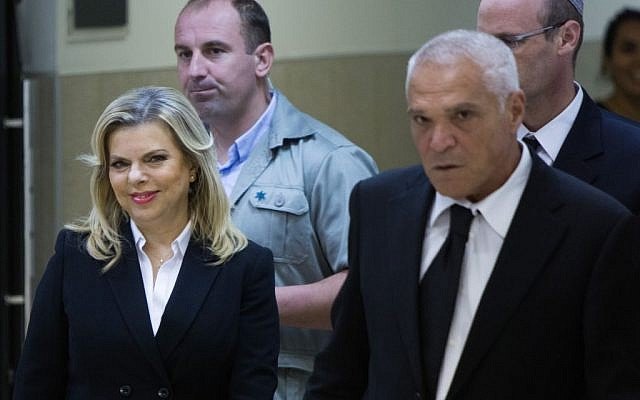 Sara Netanyahu, the wife of Prime Minister Benjamin Netanyahu, alongside attorney Yossi Cohen at the Jerusalem Regional Labor Court on October 29, 2015 (Yonatan Sindel/Flash90)