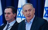 Transportation Minister Yisrael Katz, left, with Prime Minister Benjamin Netanyahu at the weekly cabinet meeting, April 17, 2016. (Flash90/Effi Sharir)
