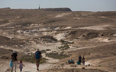 An illustrative photo of hikers in the Negev. (Yonayan Sindel/Flash90)