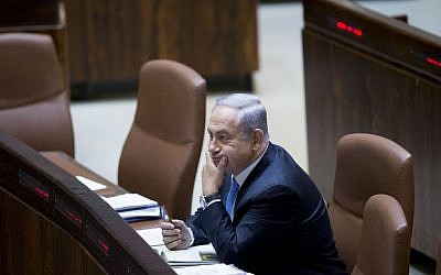 Benjamin Netanyahu sitting in Knesset on June 1, 2016. (Yonatan Sindel/Flash90)