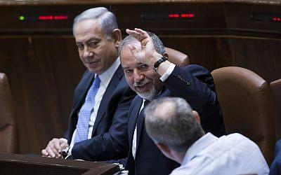 Benjamin Netanyahu, left, seen with Avigdor Lieberman at the Knesset on June 1, 2016. (Yonatan Sindel/Flash90)