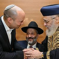 Naftali Bennett (left) and Aryeh Deri (center) with Chief Rabbi Yitzhak Yosef (right) ahead of Yosef's daughter's wedding, on June 2, 2016. (Yaakov Cohen/Flash90)
