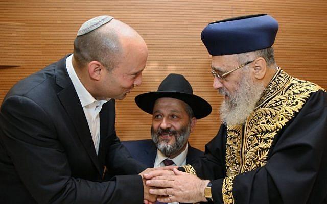 Naftali Bennett (left) and Aryeh Deri (center) with Chief Rabbi Yitzhak Yosef (right) ahead of Yosef's daughter's wedding, on June 2, 2016. (Yaakov Cohen/Flash90)