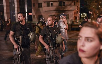 Israeli medical and security forces at the scene where a suspect terrorist opened fire at the Sarona Market shopping center, Tel Aviv, June 8, 2016. (Ben Kelmer/Flash90)