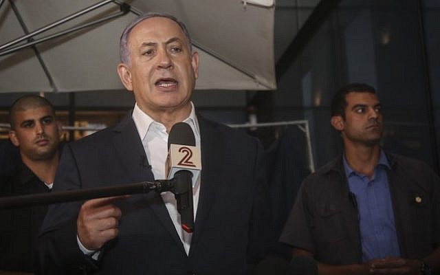 Prime Minister Benjamin Netanyahu delivers a statement to the press at the site of the shooting attack, at Sarona Market in Tel Aviv, on June 9, 2016.  (Flash90)