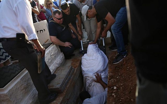 Family and friends mourn as Ido Ben Ari, 42, is buried on June 9, 2016. Ben Ari died a day earlier in a terror attack in central Tel Aviv's Sarona Market. (Miriam Alster/Flash90)