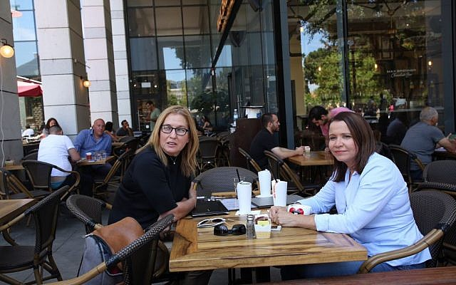Zionist Union party members Tzipi Livni and Shelly Yechimovich visit Sarona Market shopping center in Tel Aviv, on June 9, 2016, the morning after a fatal terror attack there. (Miriam Alster/Flash90)