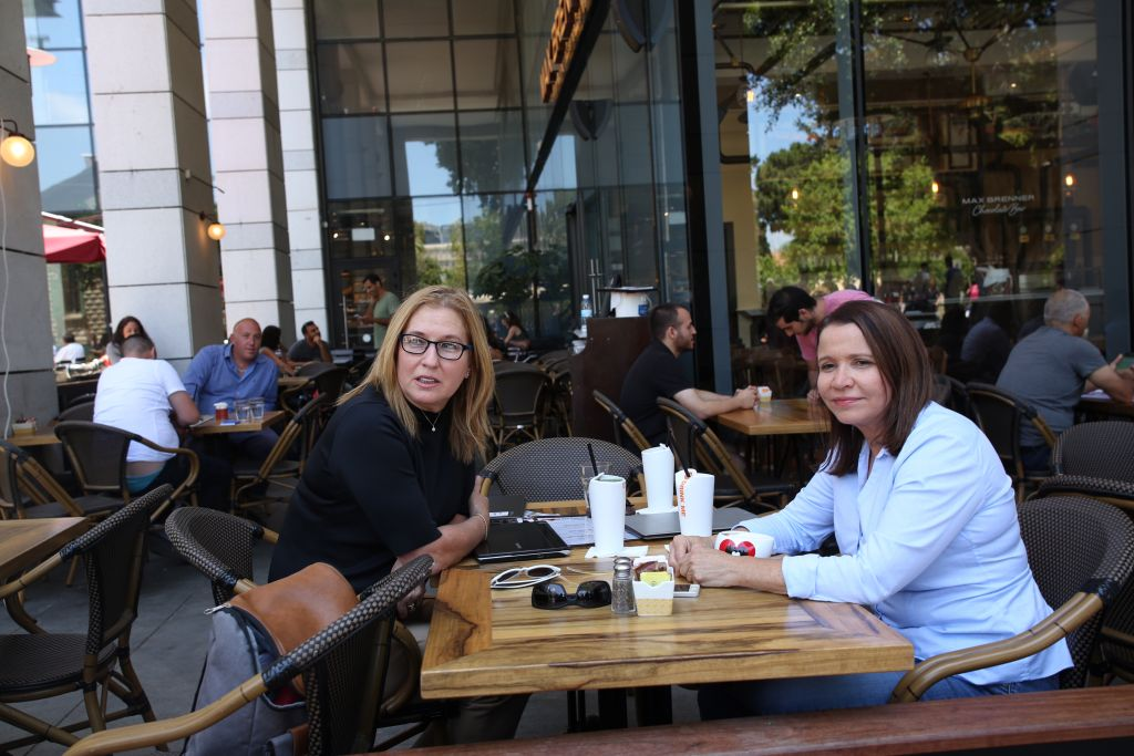 Zionist Union party members, Tzipi Livni and Shelly Yachimovich, visit Sarona Market shopping center in Tel Aviv, on June 9, 2016, the morning after a fatal terror attack took place there. (Miriam Alster/Flash90)