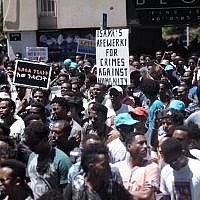 Eritrean migrants protest in front of the European Union embassy in Ramat Gan, near Tel Aviv, calling for the EU to try the Eritrean leadership for crimes against humanity, June 21, 2016.(Tomer Neuberg/Flash90)