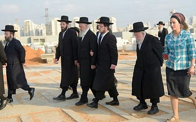 Members of the Orthodox community attend the funeral of former Hasidic Jew Esti Weinstein at the Yarkon cemetery in Petah Tikva on June 28, 2016. (Photo by Avi Dishi/FLASH90)