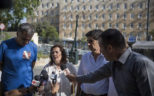 Zahava Shaul, flanked by Herzl Shaul, left, and Simcha Goldin, right, speaks to the press in Jerusalem on June 28, 2016. (Hadas Parush/Flash90)