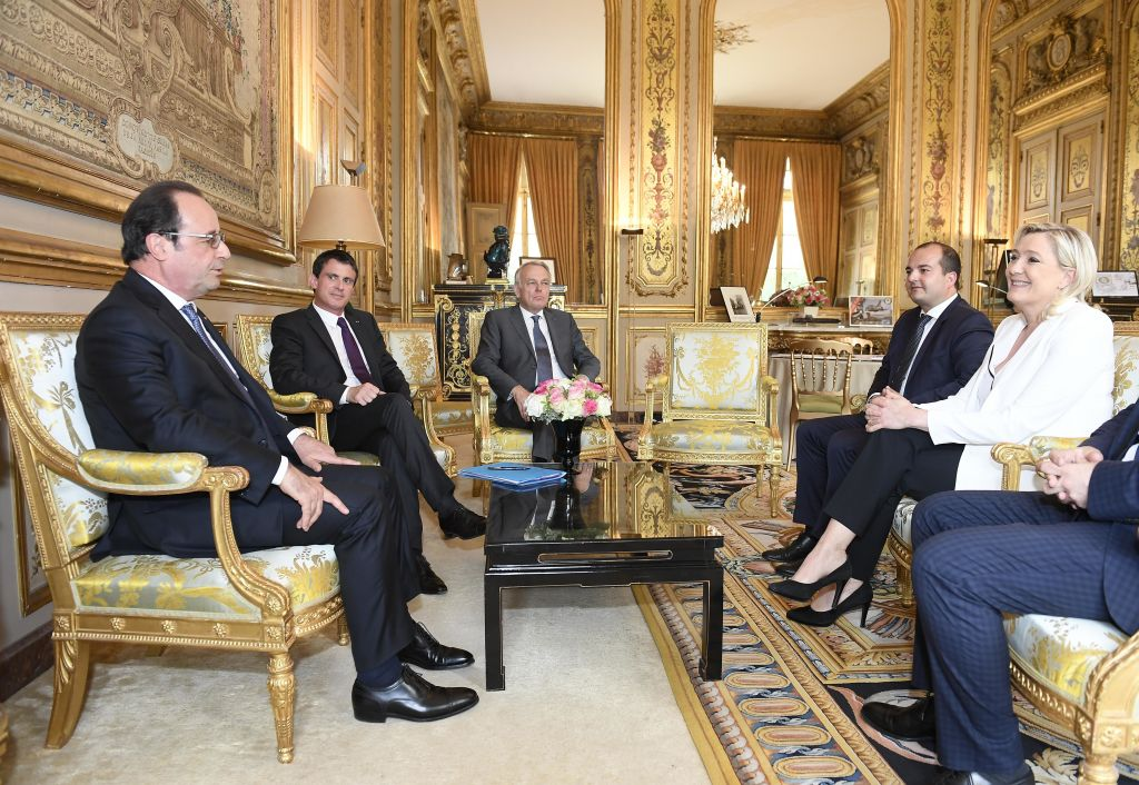 French President Francois Hollande, Prime Minister Manuel Valls and Foreign Minister Jean Marc Ayrault meet French far-right leader Marine Le Pen, right, at the Elysee Palace in Paris, Saturday, June 25, 2016. France's President Francois Hollande is holding exceptional meetings with the leaders of France's political parties as EU leaders try to keep the union together after Britain's vote to leave the EU. (Christophe Saidi, Pool Photo via AP)
