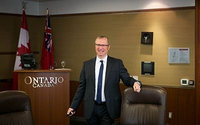Greg Wootton, assistant deputy minister of investment and industry, speaks to a group of Israeli journalists in Toronto on May 2, 2016. (Nabil Shash/Government of Ontario)