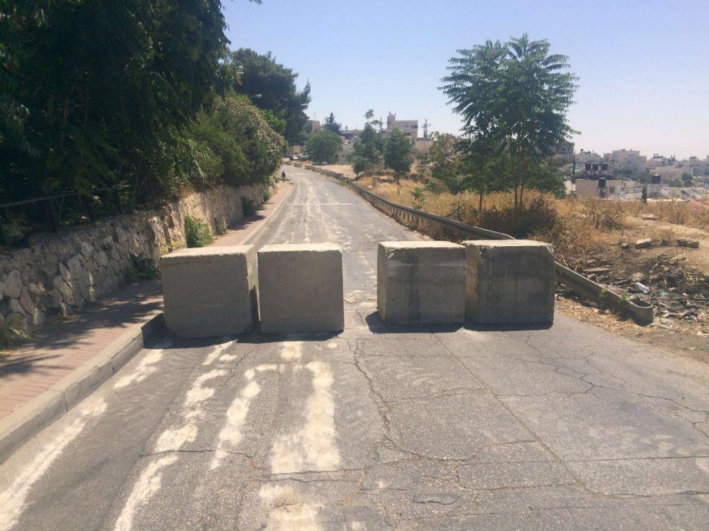 A police roadblock set up in the Jabel Mukaber neighborhood of East Jerusalem on June 17, 2016. (Israel Police)