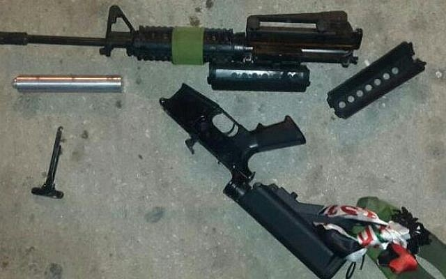 An M-16 rifle found in the trunk of a Palestinian car on June 19, 2016. (Police spokesperson's unit)