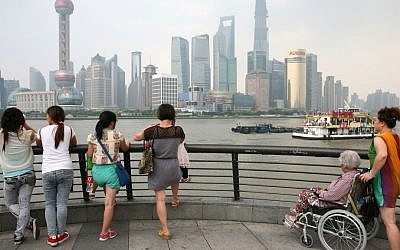 Locals watch the view of the Oriental Pearl Radio & TV Tower in Shanghai, China, September 14, 2013. (Liron Almog/Flash90)