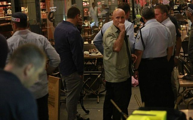 Security officials at the scene of the Sarona complex terror attack in Tel Aviv on June 8, 2016 (Judah Ari Gross/Times of Israel)
