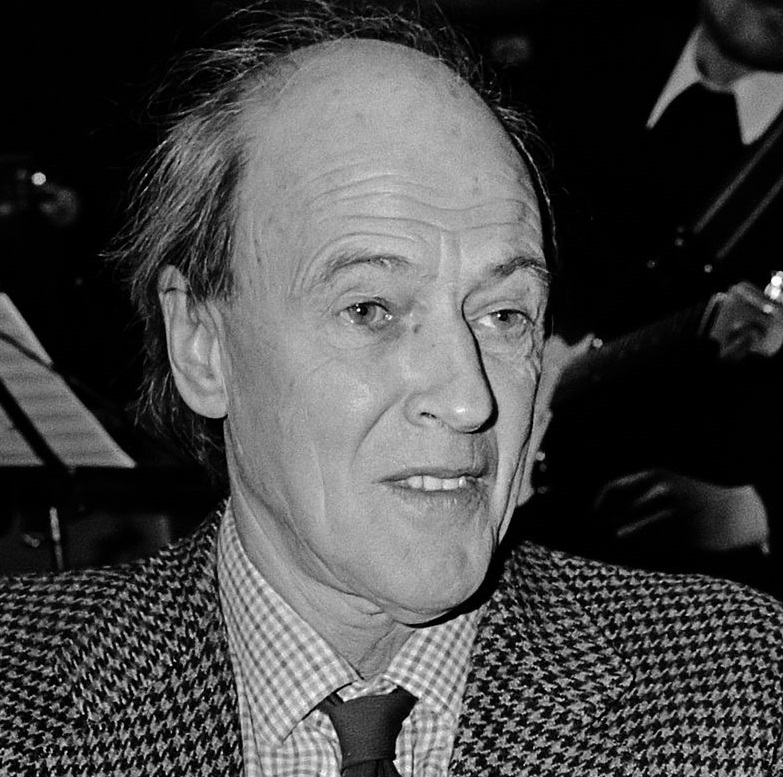 Author Roald Dahl in 1982, around the time his commentaries against Jews and Israel began to increase (public domain)