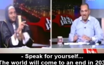 Egyptian astrologer predicts the end of the world, is attacked, May 27, 2016 (Memri screenshot)