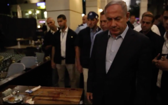 Prime Minister Benjamin Netanyahu visits the scene of a terror attack on Tel Aviv's Sarona Market on June 8, 2016. (Prime Minister's Office)
